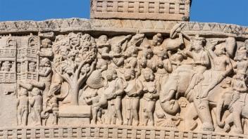 King of the Mallas bringing the relics of the Buddha to Kushinagara