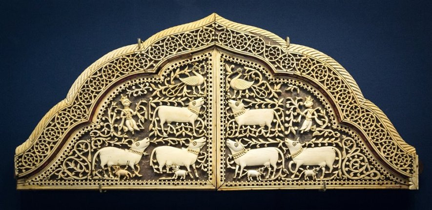 Back of seat carved in ivory and mounted on wood. From Gujarat, 17th century A.D.