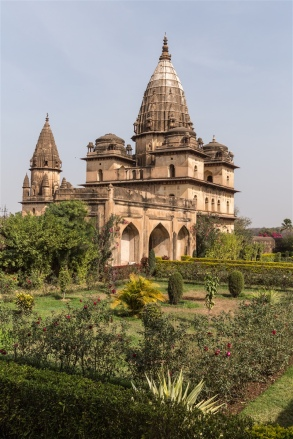Chhatri of Pahad Singh and entrance gate