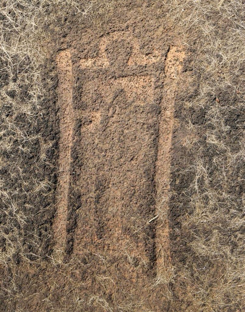 Petroglyph of human holding two staffs - Barsu Sada