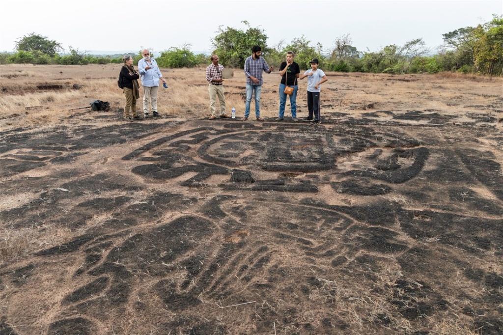 Rundhe Tali petroglyphs