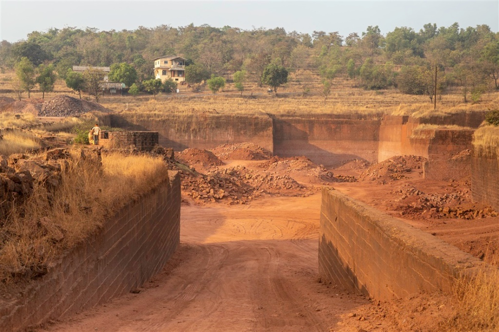 Mining on the laterite plateaux, a constant threat to existing and yet to be discovered petroglyphs in the region.
