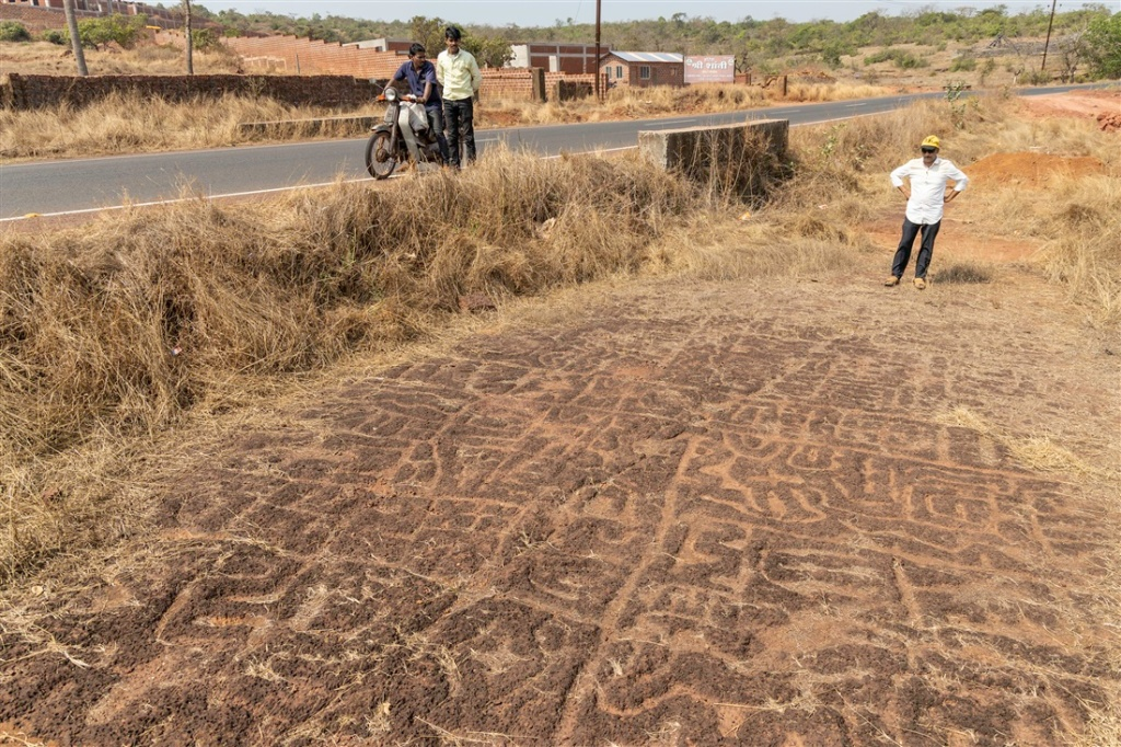 The roadside petroglyphs at Niwale