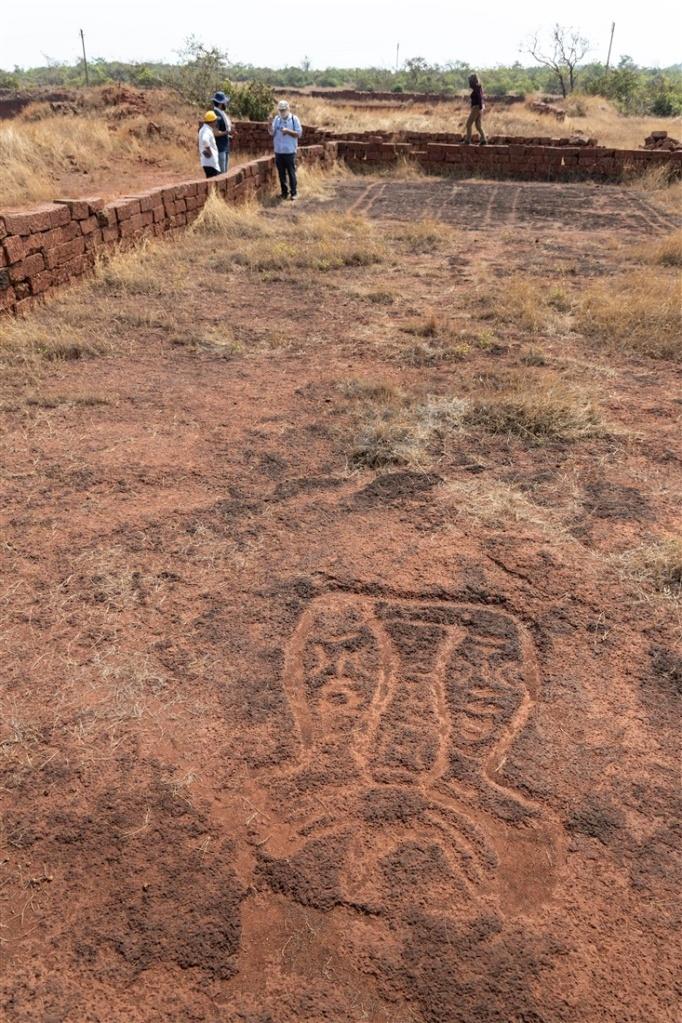 Pair of legs - Niwale petroglyphs