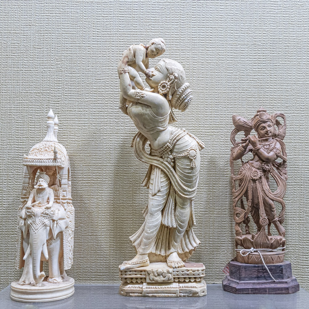 Elephant in procession, image of Jasoda and Krishna, and Krishna (carved in ivory)